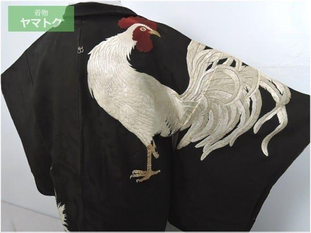 勇ましい雄鶏が丁寧にあしらわれています