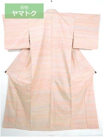 秋田県米沢市で生産される貴重な紅花紬
