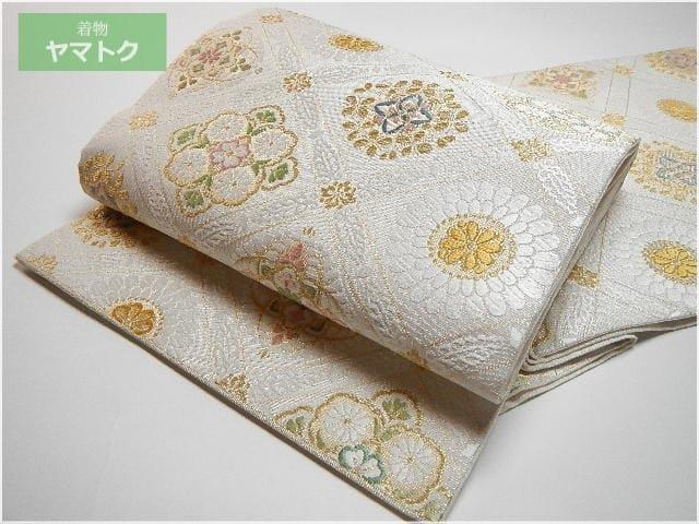 唐織の潤沢な絹糸使い