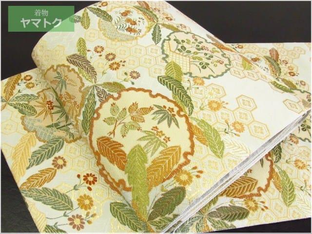 尾張徳川家に伝来した能装束の中でも代表的な縫箔の一つ